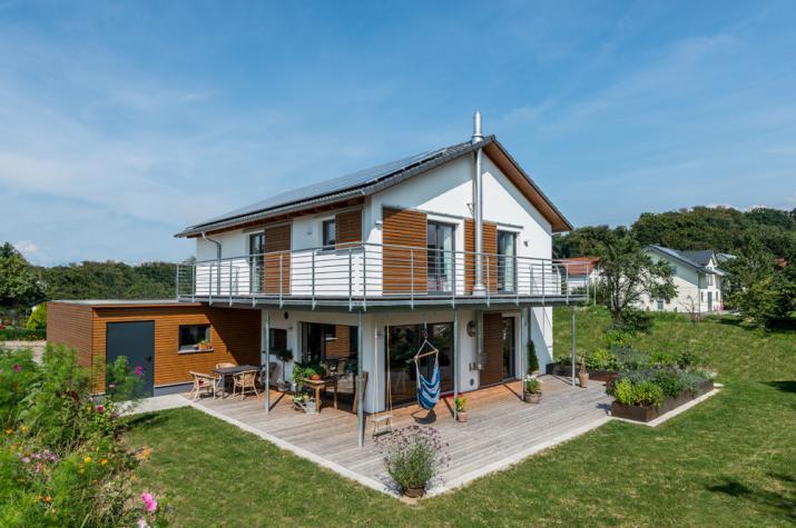 D 146 - Außenabsicht mit Terrasse und Balkon