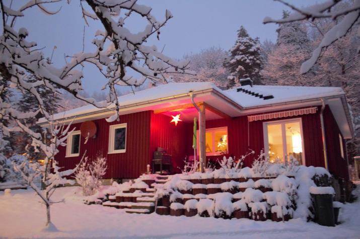 Schwedenhaus Bungalow ökologisch-nachhaltig-wertvoll - Hausansicht