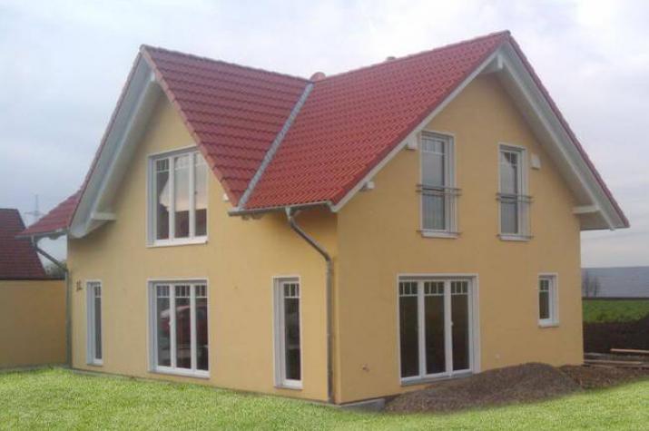 ...individuell geplant ! - Einfamilienhaus mit Zwerchgiebel - praktische Raumaufteilung kombiniert mit harmonischer Ausstrahlung - www.jk-traumhaus.de -