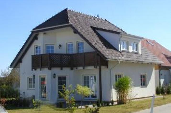 ...individuell geplant ! - Landhaus mit zwei Balkonen - www.jk-traumhaus.de - vorschau