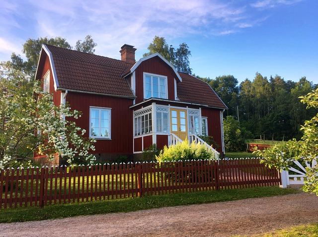 Schwedenhaus mit rotern Fassade! Schwedenhäuser werden immer beliebter! Informieren Sie sich über die Angebote bevor Sie ein Schwedenhaus bauen.